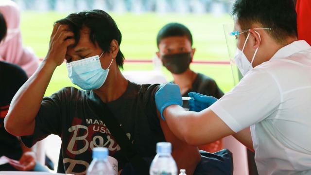 Endonezyada koronavirüs kısıtlamaları uzatıldı