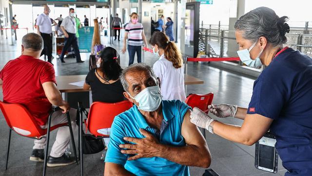 24 saatte 1 milyon 171 bin 305 doz aşı yapıldı