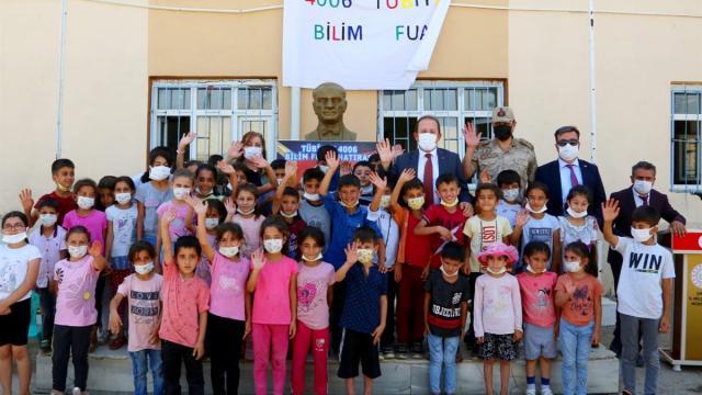 Şırnak Vali Pehlivan, 4006 TÜBİTAK Bilim Fuarının açılışını yaptı