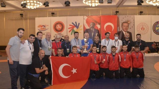 Milli güreşçilerden 6 madalya