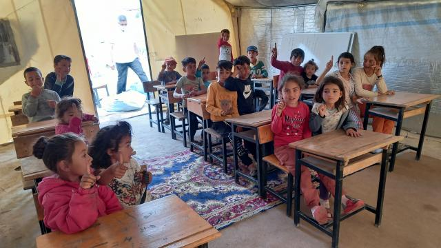 Ankarada mevsimlik tarım işçilerinin çocuklarının eğitimi için çadırkentte sınıflar oluşturuldu