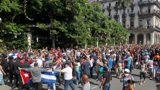 Kübadaki protestolarda onlarca kişi gözaltına alındı