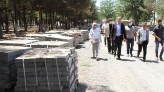 Kaymakam Türkmen, yapımı süren Millet Bahçesinde incelemelerde bulundu