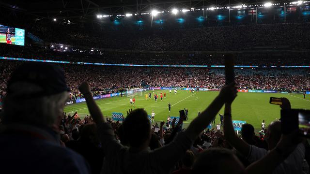 UEFAdan İngiltere-Danimarka maçına soruşturma