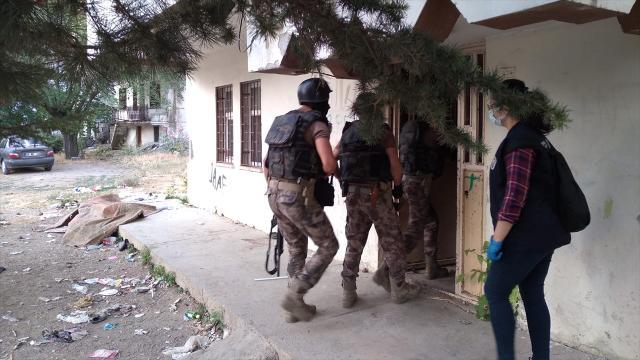 Kahramanmaraşta zehir tacirlerine operasyon: 11 gözaltı