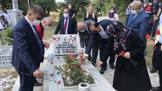 15 Temmuz şehidi Barış Efe Karabükteki mezarı başında anıldı