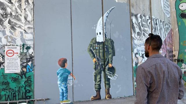 "Filistinli ressamdan Ayrım Duvarına ""İsrail ırkçılığı"" temalı çizim"