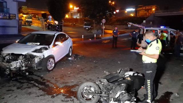 Gaziosmanpaşada otomobil motosiklete çarptı: 2 yaralı