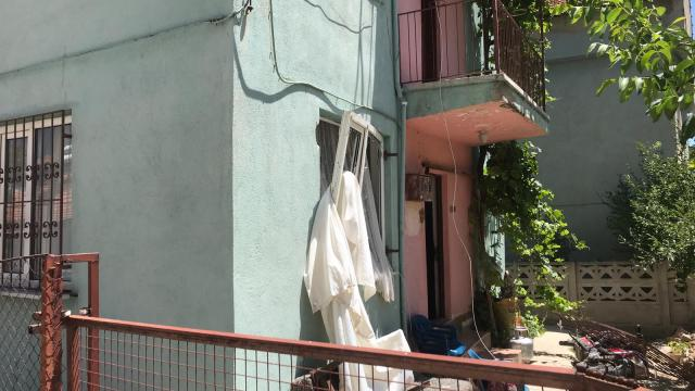 Uşakta bir evde tüpten sızan gazın patlaması sonucu hasar oluştu