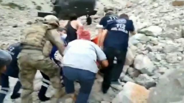 Tuncelide Çinli turist ayı saldırısına uğradı