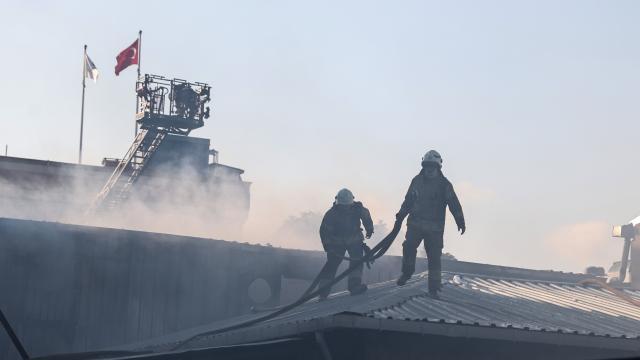 İstanbulda plastik fabrikasında yangın