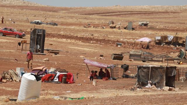 İsrail Filistinli bedevi aileleri kavurucu yaz sıcağında ortada bıraktı