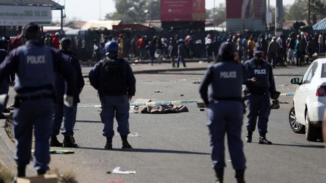 Güney Afrikada şiddet olayları büyüyor: Ölü sayısı 212 oldu