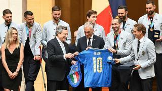 Avrupa Şampiyonu İtalya Milli Takımı'na devlet nişanı