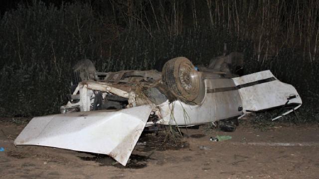 İzmirde otomobil takla attı: 2si ağır 3 yaralı