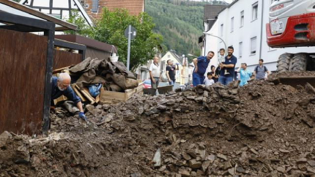 Almanyada sel felaketi: Hayatını kaybedenlerin sayısı 81e yükseldi