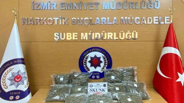 İzmirde durdurulan araçta 11 kilo uyuşturucu ele geçirildi