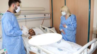 Çift kol nakli yapılan hasta kollarını hissetmeye başladı