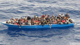 Libya açıklarında 80 düzensiz göçmen kurtarıldı