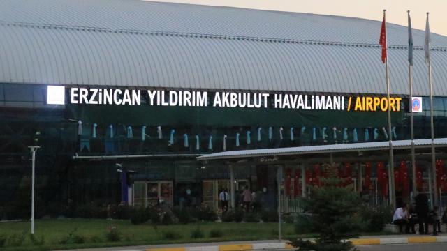 Yıldırım Akbulutun ismi Erzincan Havalimanına verildi
