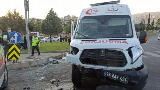Kahramanmaraş'ta ambulansla otomobil çarpıştı: 1 ölü, 5 yaralı