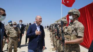 Bakan Soylu, Lice'deki üs bölgesinde askerlerle bayramlaştı