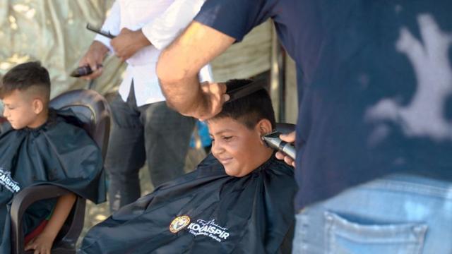 Yüreğir Belediyesinden mevsimlik tarım işçilerinin çocuklarına bayram tıraşı