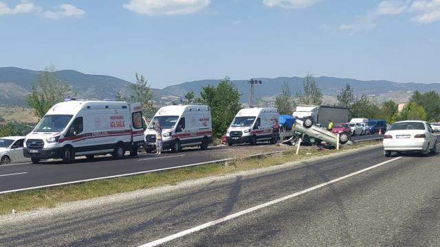 Kastamonuda devrilen otomobildeki 5 kişi yaralandı