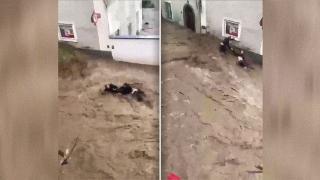 Türk aileyi selden Avusturyalı komşuları kurtardı