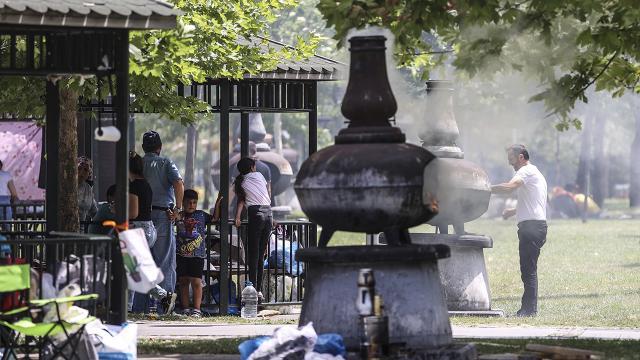 Ankarada vatandaşlar piknik alanlarını doldurdu