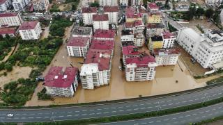 Artvin ve Rize'de kesilen enerji hatları onarılıyor