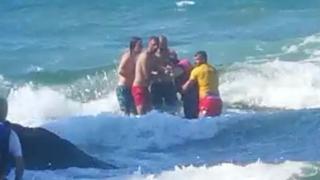 Boğulma tehlikesi geçiren 2 kişinin kurtarılma anları kamerada