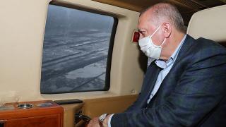 Cumhurbaşkanı Erdoğan'ı taşıyan helikopter hava muhalefeti nedeniyle Rize'ye indi