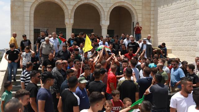 İsrail askerlerince şehit edilen Filistinli çocuk son yolculuğuna uğurlandı