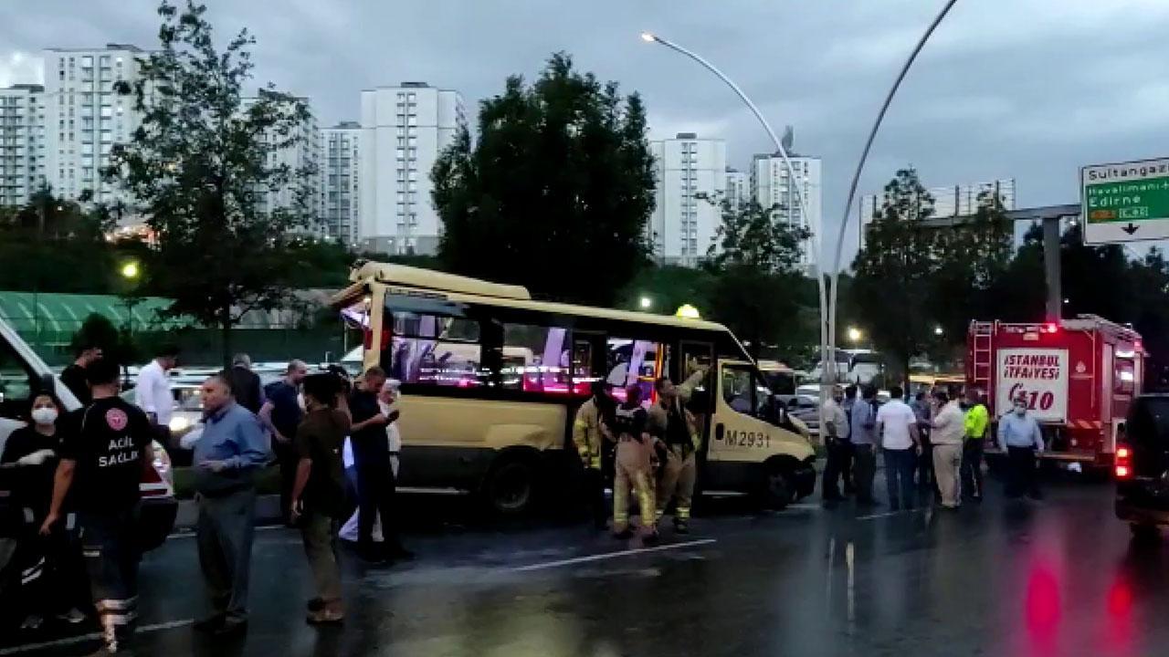İstanbul'da kaza: Minibüste sıkışan yolcular kurtarıldı
