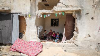İsrail saldırılarında evleri yıkılan Gazzeli ailelerin yaşam mücadelesi