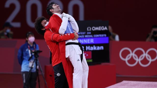 Tokyo 2020de tekvandoda bronz madalya sevinci