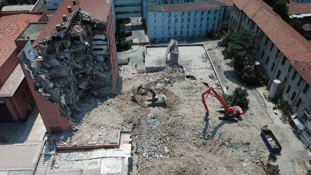 Haydarpaşa Numune Hastanesinin kullanılmayan binası yıkılıyor