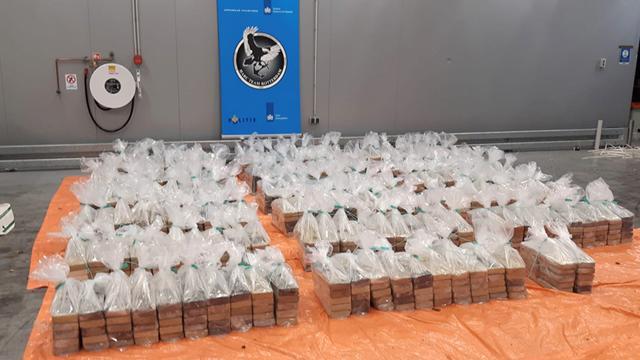 Hollandada 132 milyon euroluk kokain ele geçirildi