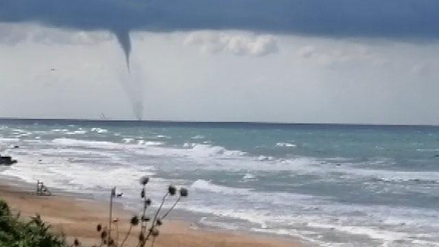 Atlantik Okyanusundaki kasırgalar nedeniyle halk uyarılıyor