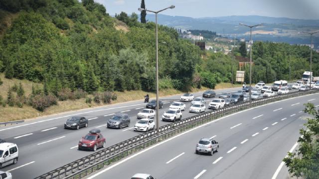 İstanbulda dönüş yoğunluğu yaşanıyor