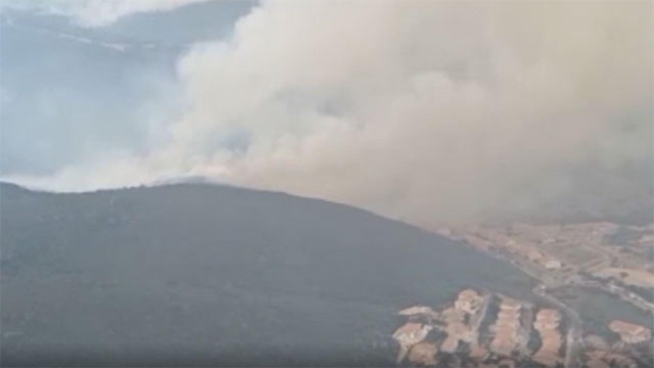 İtalya'nın Sardinya Adası'nda büyük yangın: 1500 kişi evlerini boşalttı