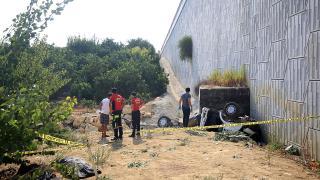 Mersin'de kamyonet 20 metrelik köprüden devrildi: 2 ölü, 1 yaralı