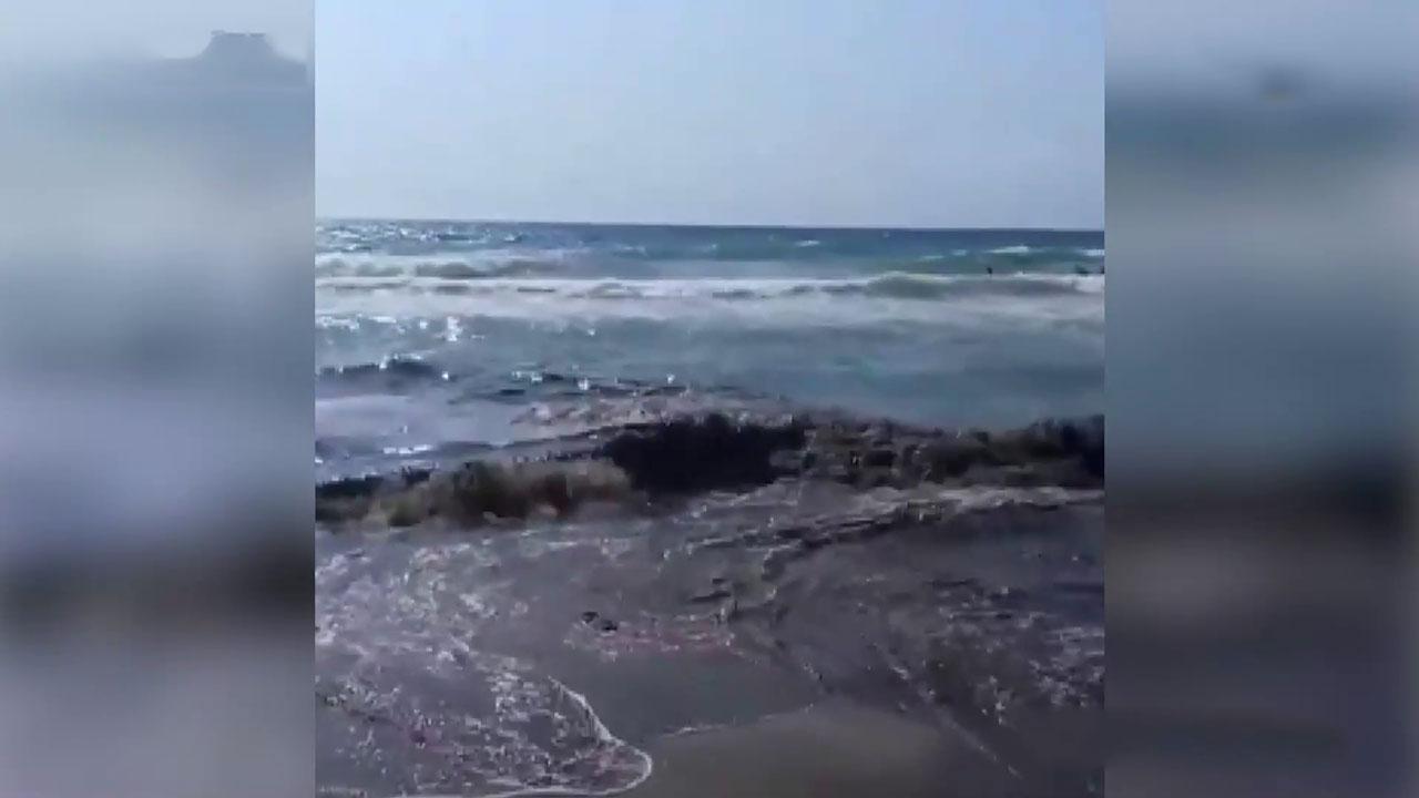 Kanalizasyon patladı, atık sular denize aktı
