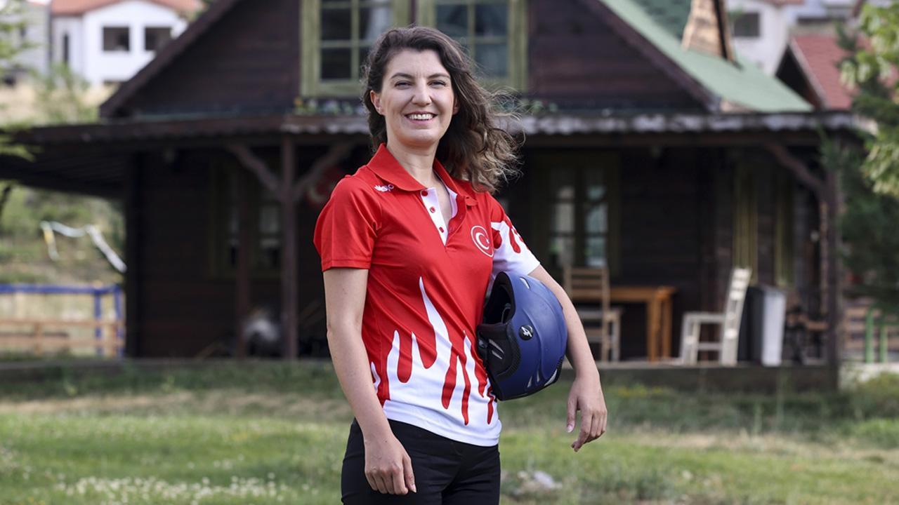 Milli paraşütçü Merve Gülşah Arslan'dan uçuş rekoru