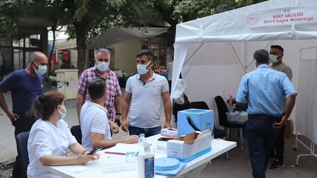 Siirtte aşı oranının az olduğu yerlerde her gün mobil aşı çadırı kurulacak