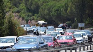 Antalya-Muğla karayolunda araç kuyruğu oluştu