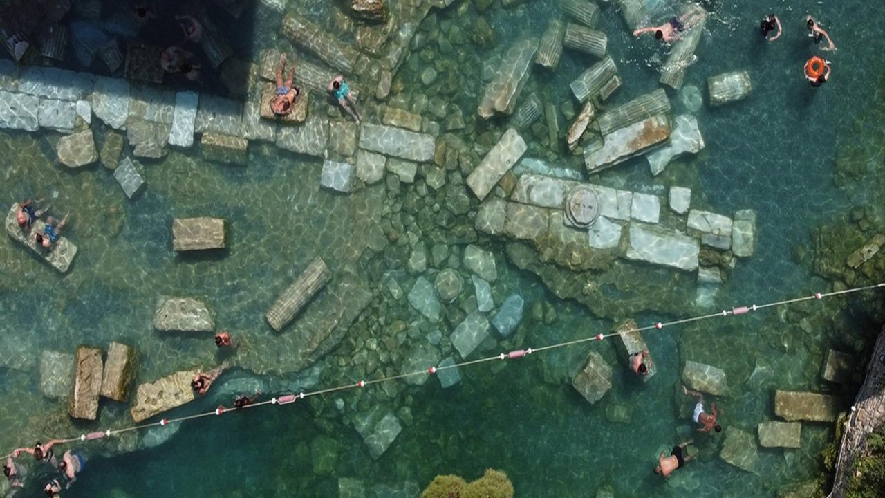 36 derece sıcaklığa sahip antik havuza yoğun ilgi