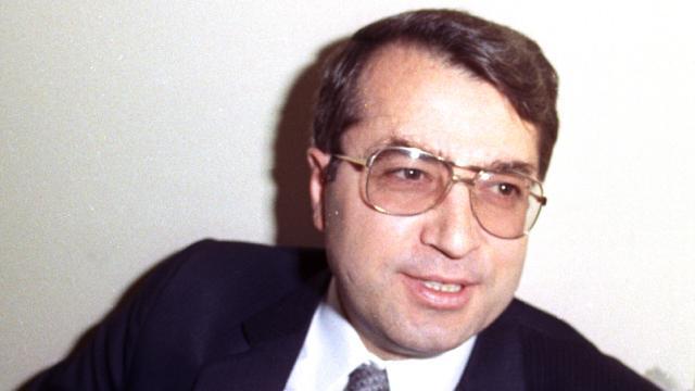 """""""Türk"""" dediği için hapse atılan Dr. Sadık Ahmet"""