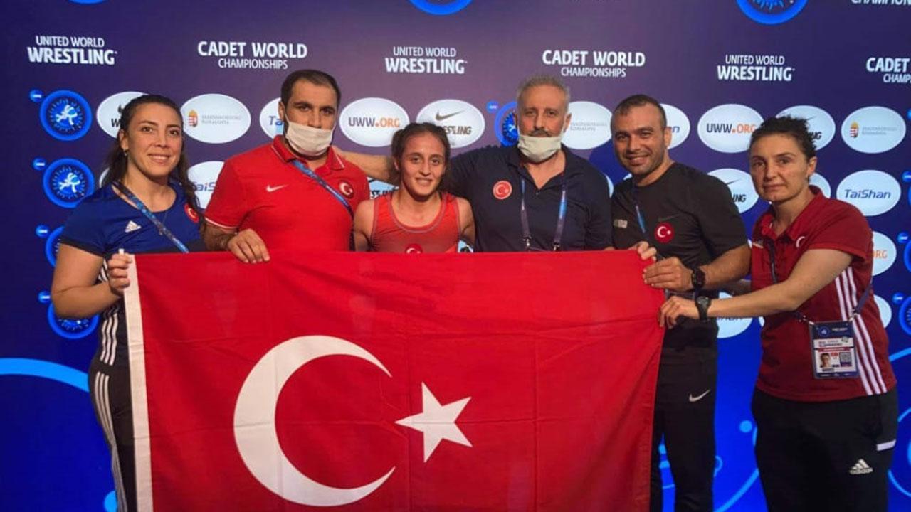 Milli güreşçi İlyasoğlu dünya şampiyonu oldu